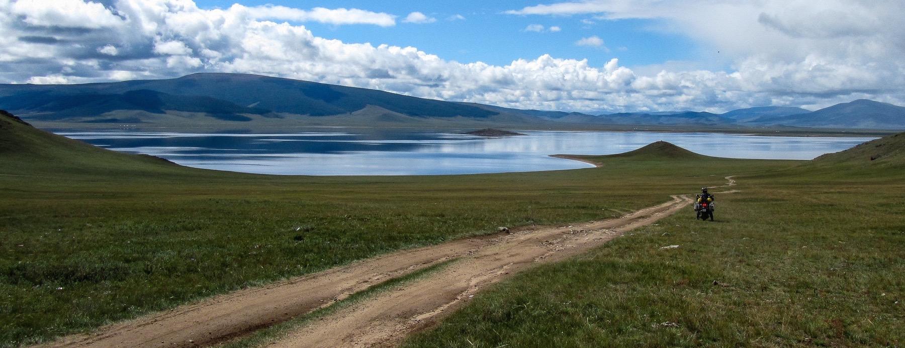 Mit dem Motorrad in der Mongolei am White Lake mit Yamaha XT660Z Ténéré